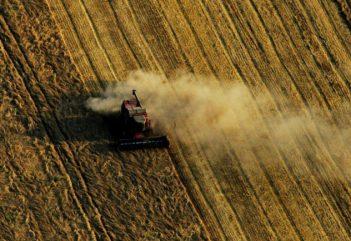 Földharácsolás Romániában: sokszor azt sem tudni, ki a befektető