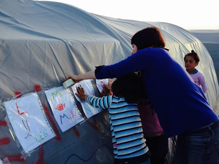Nágó Zsuzsa a suruci menekülttáborban. Fotó: Facebook