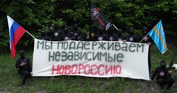 """""""Támogatjuk Novorossziját"""" - írja a Vármegyések által körülállt banneren, és ami egy forrásunk szerint Erdélyben készült"""