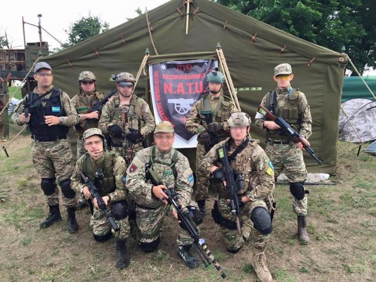 A NATU airsoft-csapat. Balra guggol Beke István. Forrás: a NATU Facebook-oldala