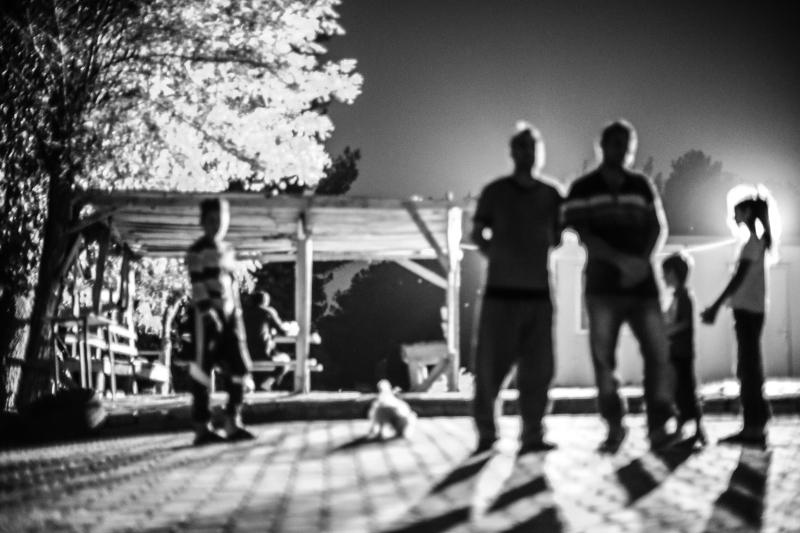 Dokumentálni a szétesést – erdélyi újságírók jezidi menekülttáborban