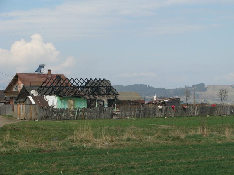 A vasútállomáshoz közel álló, leégett ház. Fotó: Jakab Hanga Villő