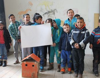 Iskola a határon. Vaskos oktatási szegregáció, csírázó deszegregáció Erdély leggazdagabb városában