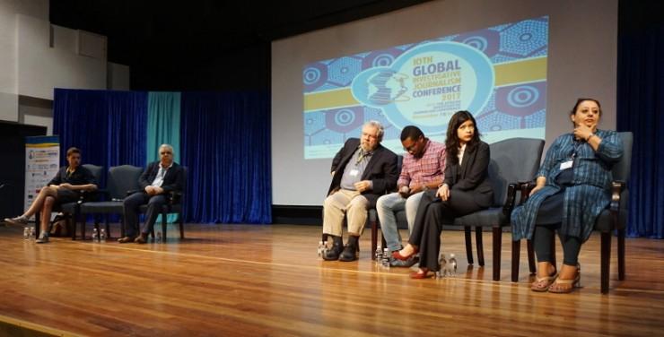 Balról jobbra: Roman Anin, Ewald Scharfenberg, David Cay Johnston, Mzilikazi wa Afrika, Patricia Evangelista, Ferial Haffajee moderátor