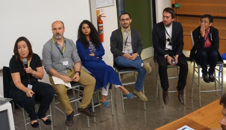 Balról jobbra: Elisa Munoz moderátor, Gavin Rees, Rana Ayyub, Jason Reich, Nick Pickles, Maria Ressa