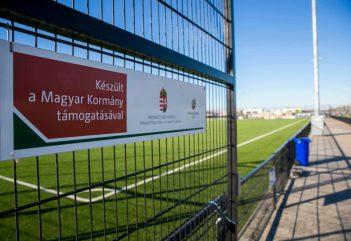 Orbán Viktor milliárdokkal focizta be magát a Felvidékre