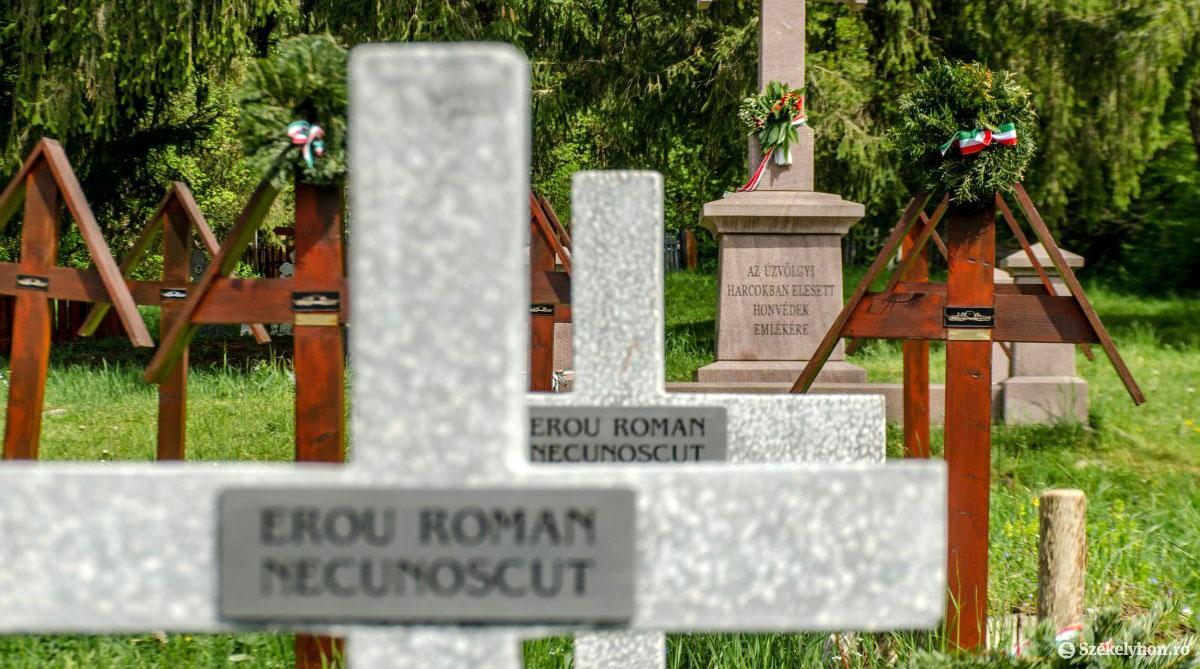 Betonkeresztek az úzvölgyi temetőben május 15-én
