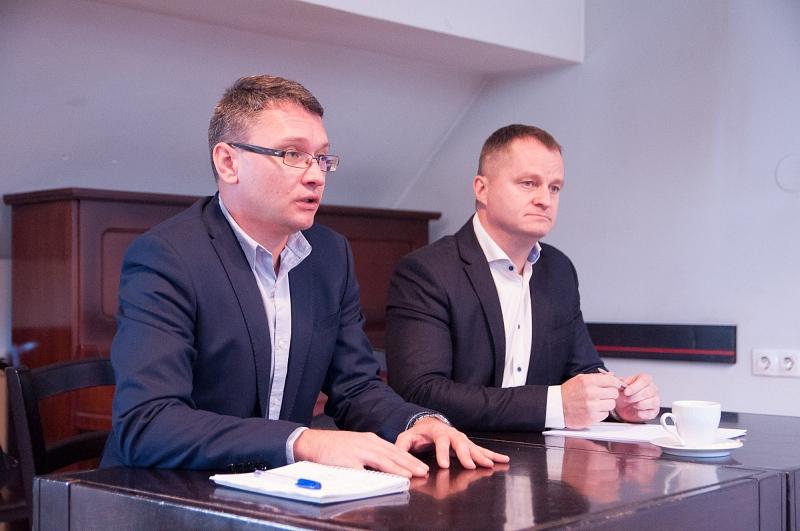 Csomortányi István és Mezei János bejelentik az EMNP-MPP együttműködését, később fúzióját 2019 novemberében. Fotó: EMNP