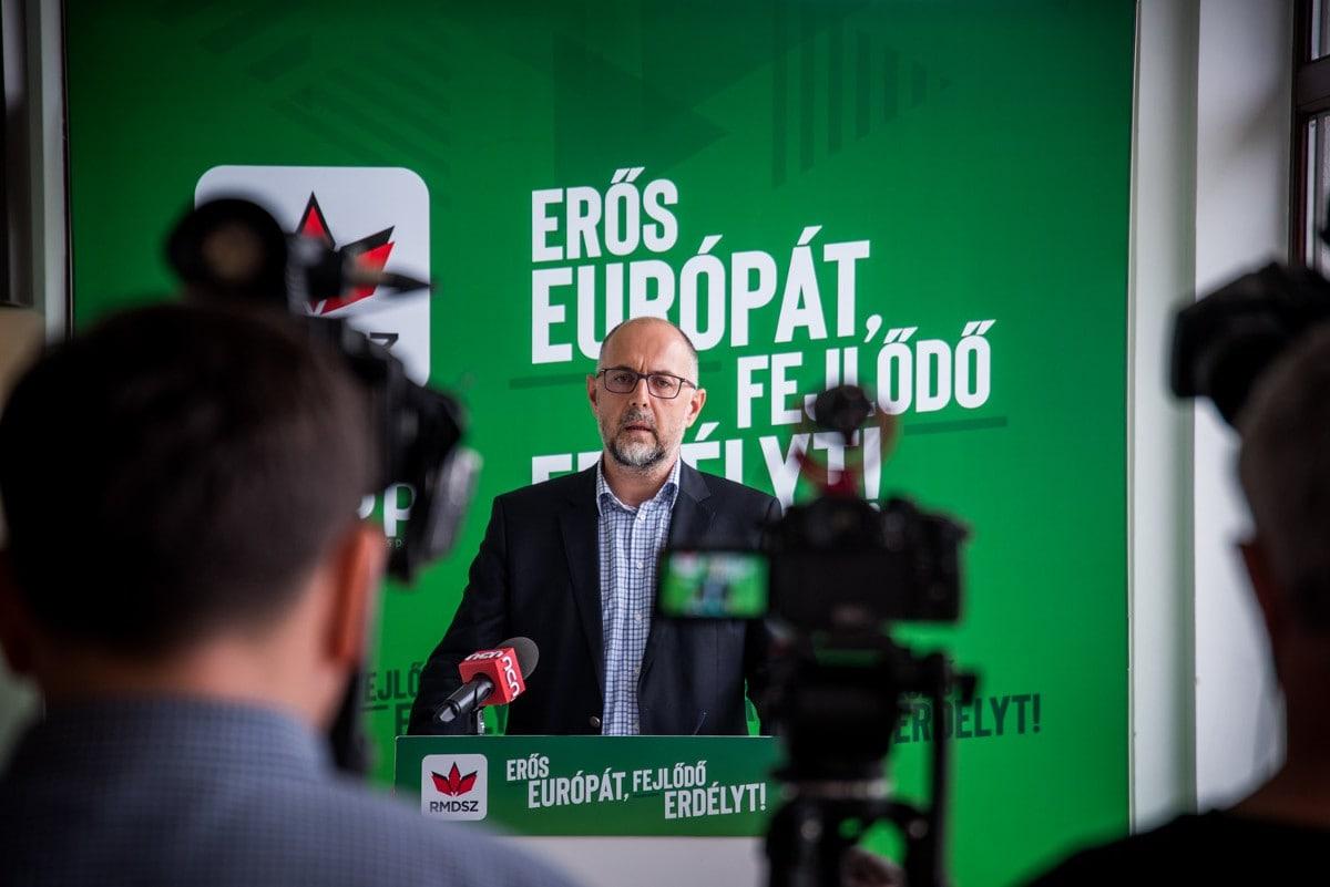 Kelemen Hunor RMDSZ-elnök sajtótájékoztatója az Ügyvezető Elnökségen Kolozsváron. Fotó: az RMDSZ Facebook-oldala