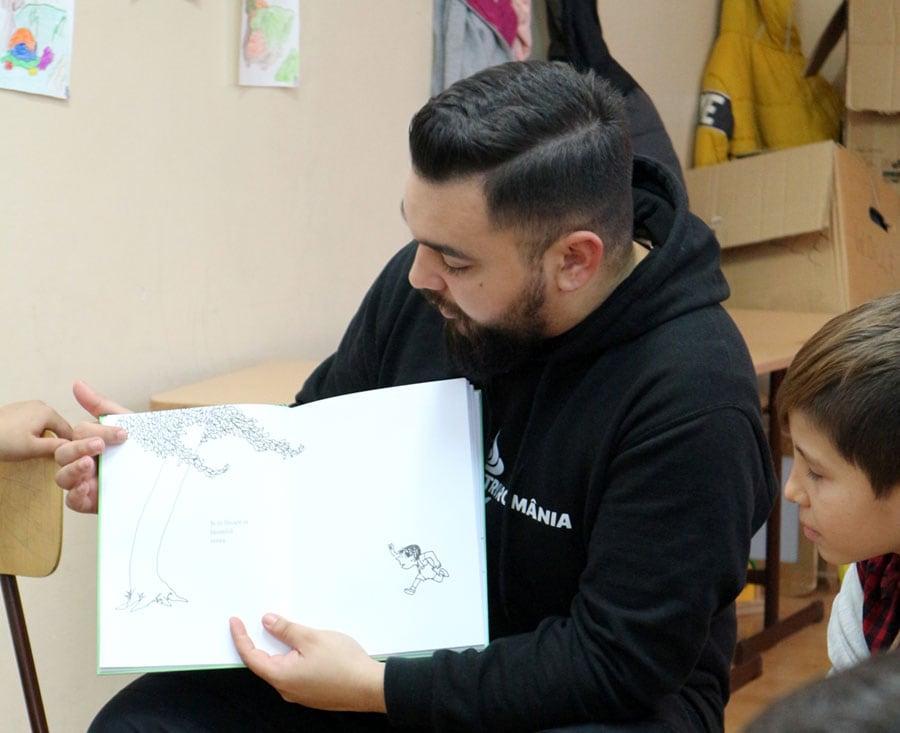 Madalin Herchi munka közben