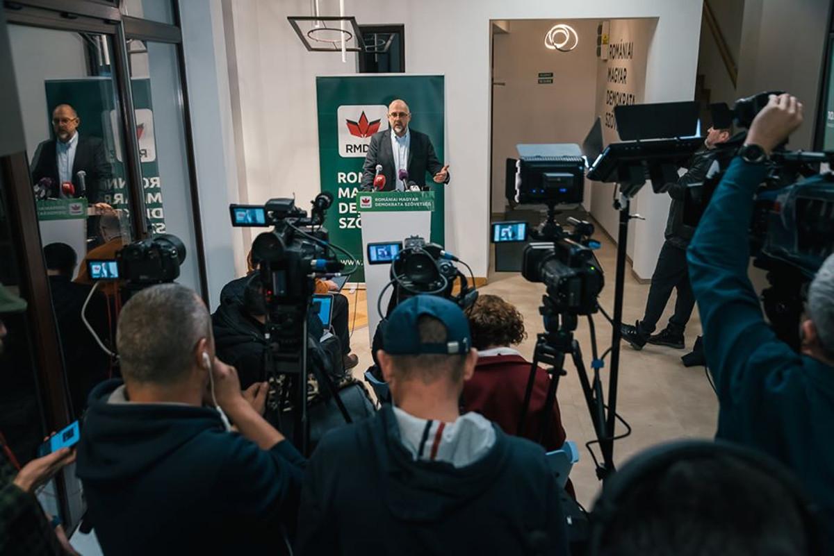 Kelemen Hunor sajtótájékoztatója Kolozsváron, az RMDSZ Ügyvezető Elnökségén. Fotó: RMDSZ Facebook oldala