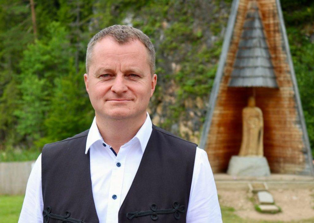 Mezei János volt gyergyószentmiklósi polgármester, jelenleg az Erdélyi Magyar Szövetség társelnöke, Hargita megye tanácselnök-jelöltje