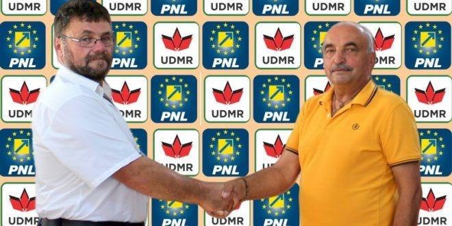 Sallai Imre (balra) Ioan Mocean nagysármási polgármesterrel. Mocean a PNL jelöltje, megválasztása esetén Sallait illetné az alpolgármeteri tisztség. Fotó: zi-de-zi.ro