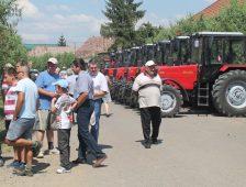 Használhatatlan traktorok: a Pro Economica Alapítvány átvert gazdáit megsegíti az RMDSZ