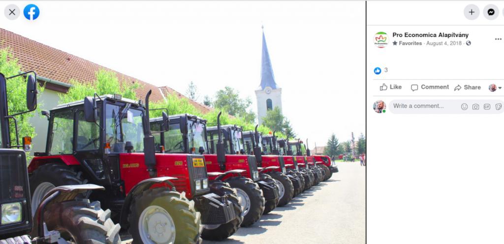 Belarus 820-asok sorakoznak a Pro Economica Alapítvány Facebook-oldalán közzétett fotón