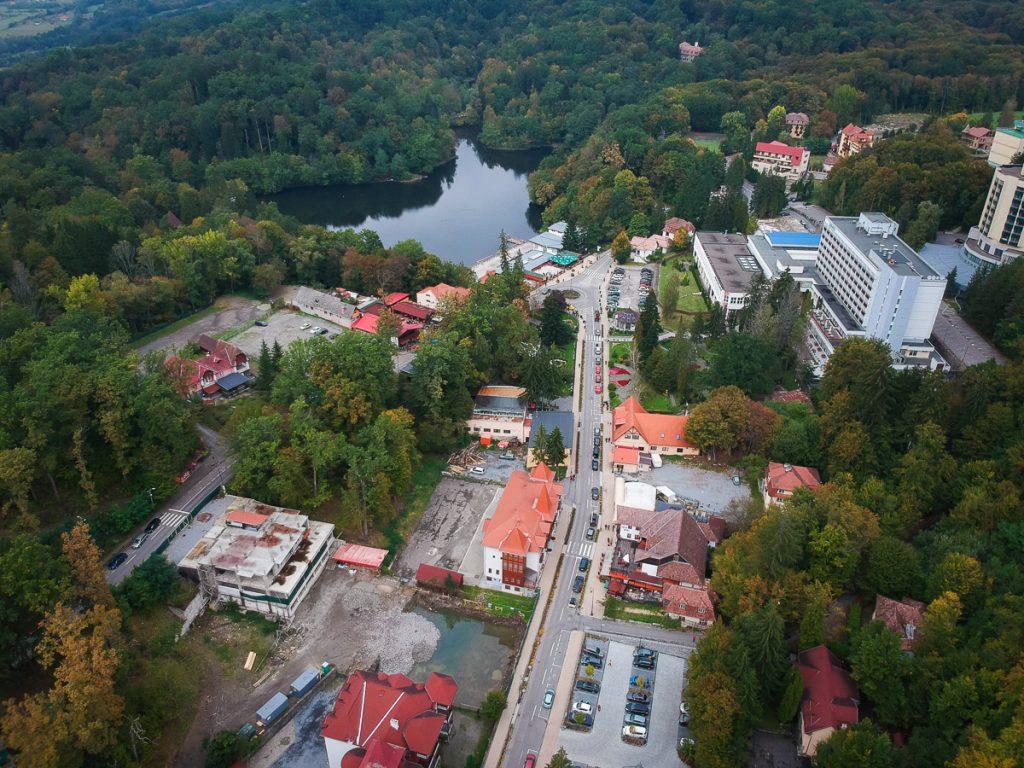 Pensiunea se va afla în centrul orașului, foarte aproape de Lacul Ursu. Foto: Egyed Ufó Zoltán