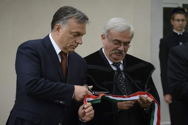 Orbán Viktor és Kató Béla, az Erdélyi Református Egyházkerület püspöke. Fotó: maszol.ro