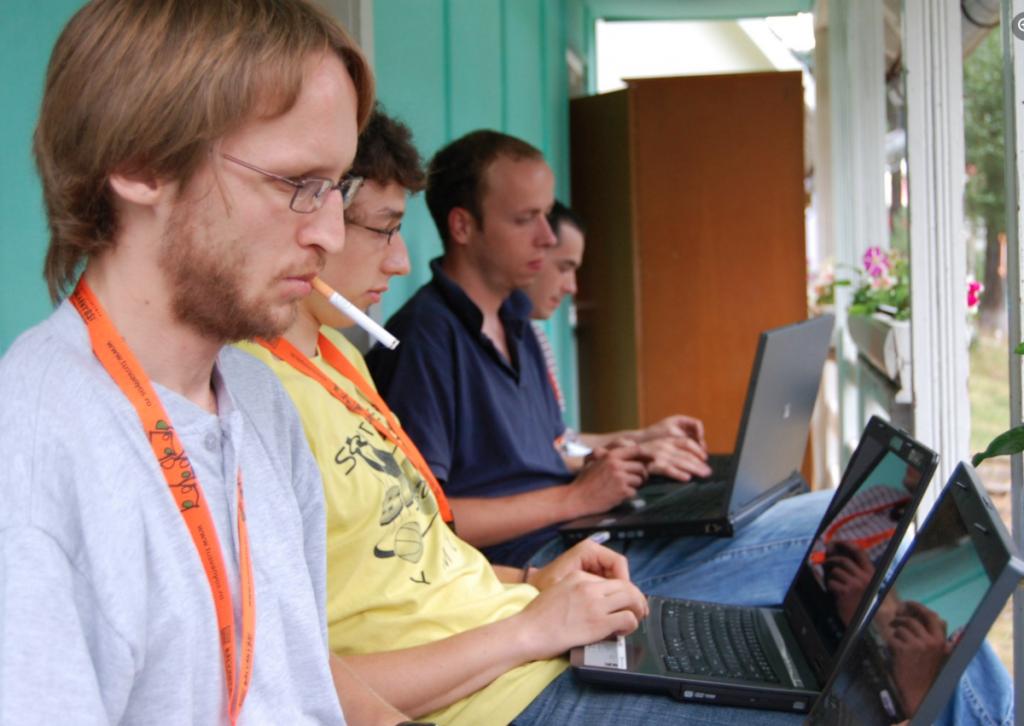 Demeter Szilárd (előtérben) és Mohácsi Árpád (harmadik) Tusványoson 2018-ban. Fotó: Tusványos Facebook-oldala