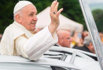 Ennyire pisikakáltunk a pápalátogatáson